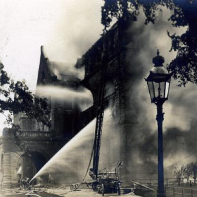 The west wing of the Legislative Building on fire, September 9, 1909.