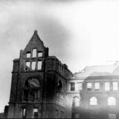 The west wing of the Legislative Building after the fire of 1909.